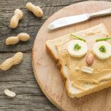 Sandwich mit Erdnussbutter als Gesicht