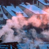 Raum aus Schornstein im Winter